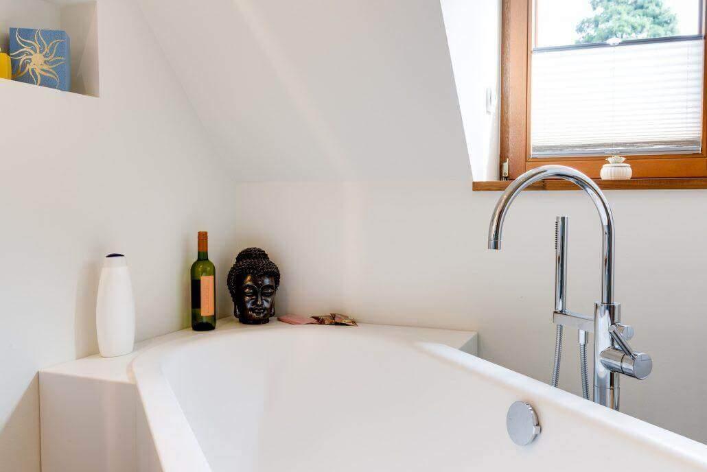 Bad mit freistehender Badewanne -